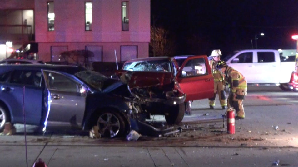 photos  2 people trapped  4 hurt in crash on milwaukee ave